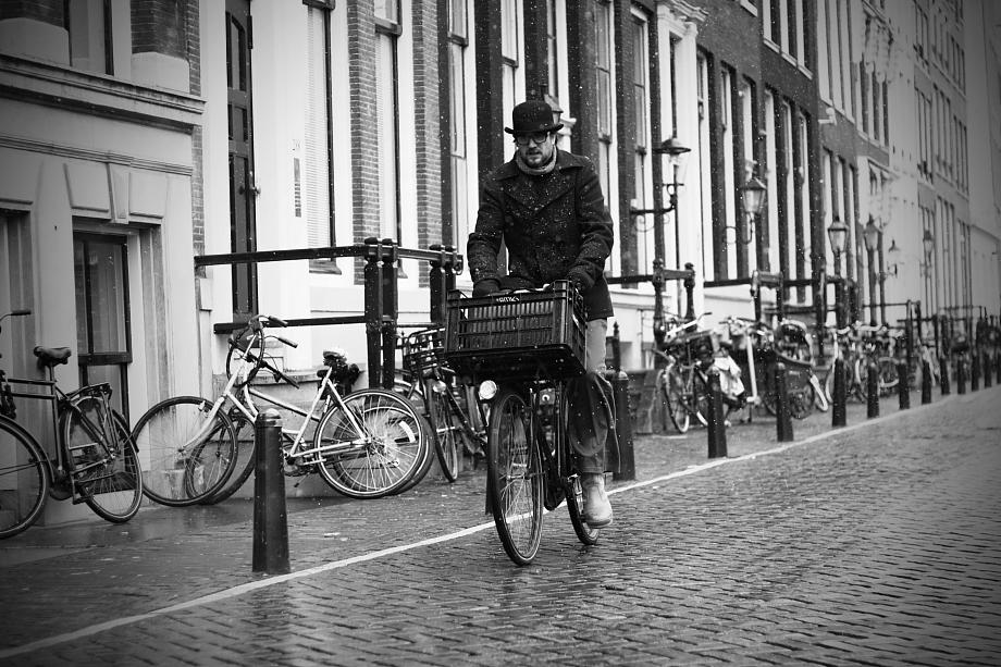 cycling-through-the-snow920