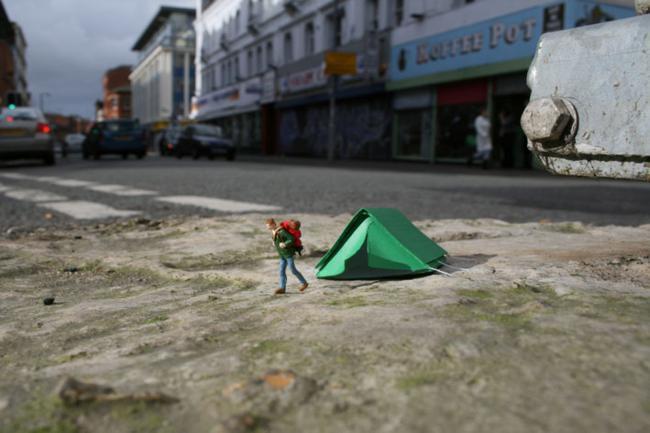 Slinkachu-little-people-city-street-art