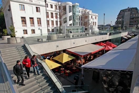 24 Julio 2012. EL Boulevard de Plaza ¿uÒoa, Restorantes foto: Rolando Morales C.